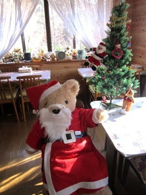 12-6 santa to tree 6532.jpg